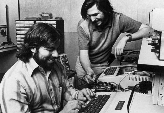 Biographie Steve Jobs - Steve Jobs et Steve Wozniak - La vie des entreprises